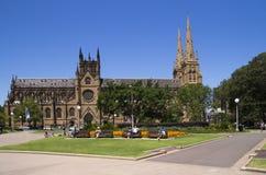 SYDNEY, AUSTRALIEN 2913 19. Dezember: Leute, die in Hyde-PA sich entspannen Stockfotos