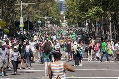 SYDNEY AUSTRALIEN - fördärva 17TH: Folkmassor som firar Sts Patrick Da Royaltyfri Fotografi