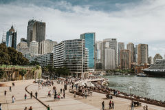 SYDNEY, AUSTRALIEN - 26. FEBRUAR 2017: Sydney-Stadtbildansicht vom Opernhaus, Australien Stockbilder