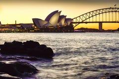 SYDNEY AUSTRALIEN - 11. Januar 2016: Sonnenuntergang an Sydney Opera-Haus Stockbild