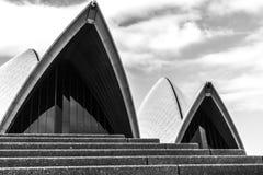 Sydney Australien - Januari 12, 2009: Nära övre roofline 'sails'na av Sydney Opera House i Sydney Australia arkivfoto
