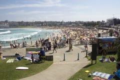 Sydney Australien-mars 16th 2013: Bondi strand som beskådas från net Royaltyfria Foton