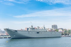 SYDNEY, AUSTRALIEN - 5. NOVEMBER 2014: Marine-Schiff in Sydney Harbour Potts-Punkt Lizenzfreies Stockbild