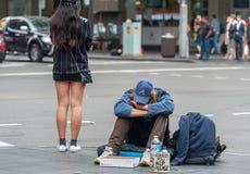 SYDNEY, AUSTRALIEN - 12. NOVEMBER 2014: Obdachloser in Sydney, Australien Stockfotografie