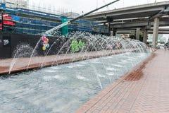 SYDNEY AUSTRALIEN - NOVEMBER 10, 2014: Springbrunn i den Daling hamnen, Sydney australasian Royaltyfri Foto