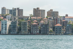 SYDNEY, AUSTRALIEN - 5. NOVEMBER 2014: Sydney Architecture Ansicht von Potts-Punkt Fluss Lizenzfreies Stockbild