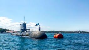 Sydney Australien - Oktober 4, 2012 4,2013: För kunglig personAustralien för HMAS Farncomb SSG 74 hed ubåt i den Sydney hamnen arkivfoton