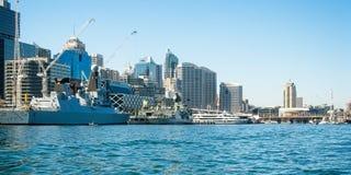 SYDNEY AUSTRALIEN - Oktober 5th 2013: Krigsskepp på australier N Arkivbild