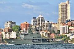 SYDNEY AUSTRALIEN - Oktober 11th 2013: Krigsskepp på australiern Royaltyfri Foto