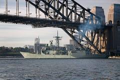 SYDNEY AUSTRALIEN - Oktober 9th 2013: Krigsskepp på australiska marinhundraårsdagberömmar Royaltyfri Fotografi