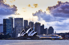 SYDNEY AUSTRALIEN - 28. September 2015: Ansicht des Sonnenuntergangs an Sydney Opear-Haus Lizenzfreies Stockfoto