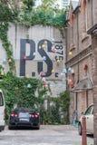 SYDNEY, AUSTRLIA - 10 NOVEMBRE 2014: Nido per deporre le uova in cortile a Sydney, Australia Immagine Stock Libera da Diritti
