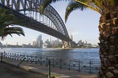Sydney-Brücken-Hafen-Skyline Stockbild