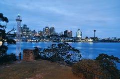 Sydney CBD bij avond Royalty-vrije Stock Afbeelding