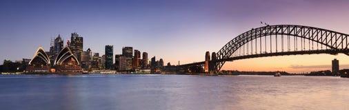 Sydney CBD från den Kirribilli uppsättningen Panor Fotografering för Bildbyråer