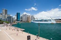Sydney CBD och rund kaj Arkivfoto