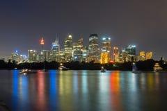 Sydney City Skyline bij Nacht Stock Afbeelding