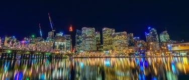 Sydney City Skyline bij Nacht Stock Afbeeldingen