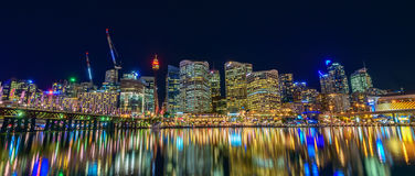 Sydney City Skyline la nuit Images stock