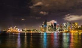 Sydney City Skyline på natten royaltyfri bild