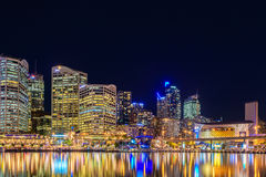 Sydney City Skyline på natten Arkivfoton