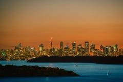 Sydney City und Sydney Harbour bei Sonnenuntergang stockfotografie