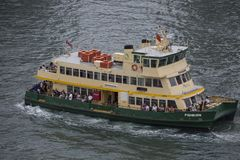 Sydney-Fähre auf dem Hafen lizenzfreie stockfotos