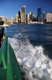 Sydney-Fähre kommt bei KreisQuay Australien an Lizenzfreie Stockfotografie