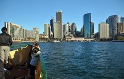 Sydney-Fähre segelt in KreisQuay Australien Lizenzfreies Stockfoto