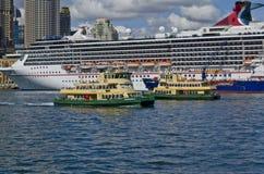 Sydney Ferries Borrowdale och guld- dunge Royaltyfri Foto