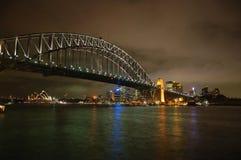 Sydney-Hafen-Brücke bis zum Nacht Lizenzfreie Stockbilder