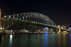 Sydney-Hafen-Brücke bis zum Nacht Stockbild