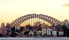 Sydney-Hafen-Brücke am Sonnenaufgang stockbild
