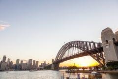 Sydney-Hafen-Brücke am Sonnenuntergang Lizenzfreie Stockfotografie