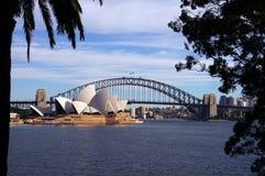 Sydney-Hafen-Brücke und Opernhaus Stockfotografie