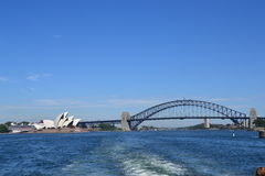 Sydney-Hafen-Brücke und Opernhaus Lizenzfreie Stockfotografie