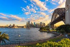 Sydney-Hafen-Brücke und Sydney-Opernhaus Stockfotografie