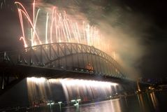 Sydney-Hafen-Brücken-neues Jahr-Feuerwerke Stockfoto