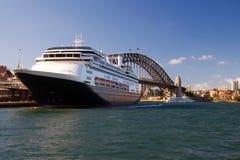 Sydney-Hafenbrücke und -lieferung Lizenzfreies Stockfoto