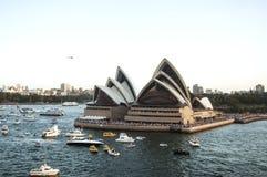 Sydney hamn med operahuset - panorama som tas på 19 av Februari 2007 under för kryssningskepp för drottning Elizabeth 2 besök Royaltyfria Foton