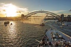 Sydney hamn - panorama som tas på 19 av Februari 2007 under för kryssningskepp för drottning Elizabeth 2 besök Royaltyfri Fotografi