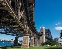 Sydney Harbor Bridge in de loop van de dag Stock Fotografie