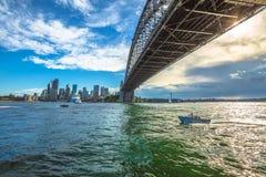 Sydney Harbor Bridge och horisont Arkivbilder
