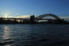 Sydney Harbor Bridge på solnedgången Arkivbilder