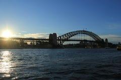 Sydney Harbor Bridge på solnedgången Royaltyfri Bild