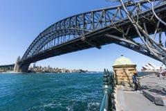 Sydney Harbor Bridge underifrån Royaltyfri Fotografi
