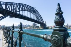 Sydney Harbor Bridge underifrån Royaltyfri Bild