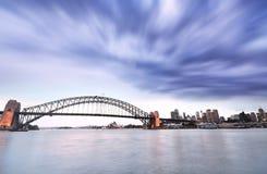 Sydney Harbor dans un jour nuageux Photos libres de droits