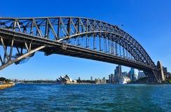 Sydney Harbor i en solig dag Arkivfoton