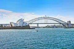 Sydney Harbor i en solig dag Arkivbilder